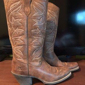 Ladies size 7 Ariat boots